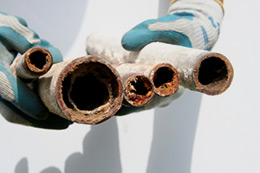 Plumber in Haverhill fixing clogged water pipes